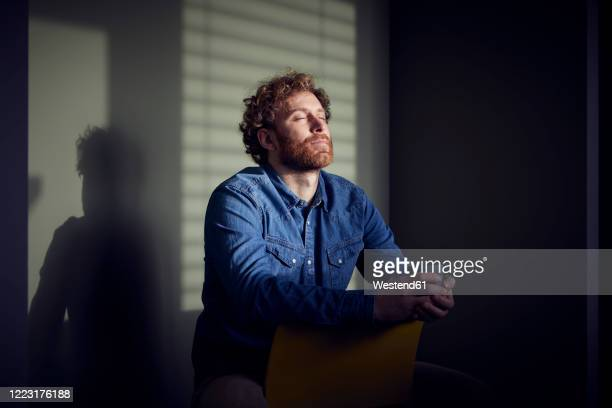 relaxed casual businessman sitting down with closed eyes - behaarte männer stock-fotos und bilder