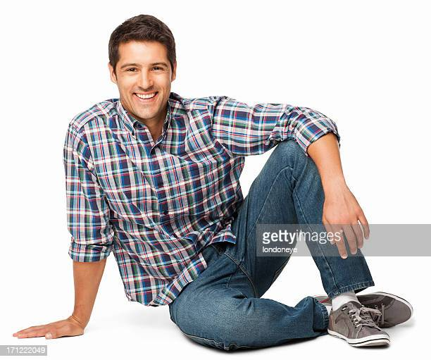 Détendue jeune homme assis sur le sol-isolé