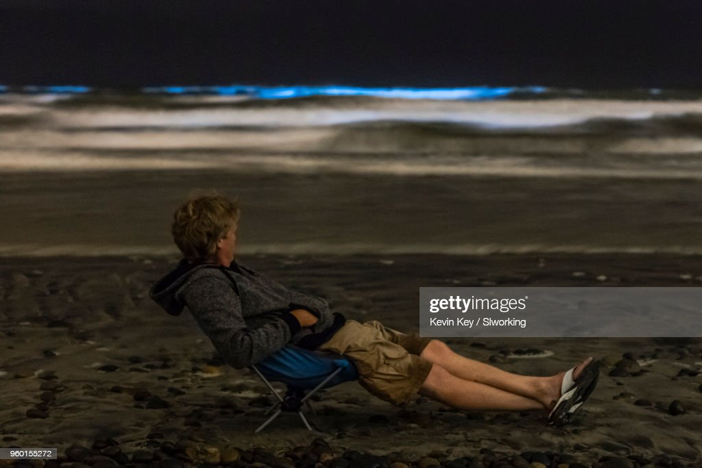 Relaxing and enjoying the May 2018 Bioluminescent Red Tide in San Diego County : Stock-Foto