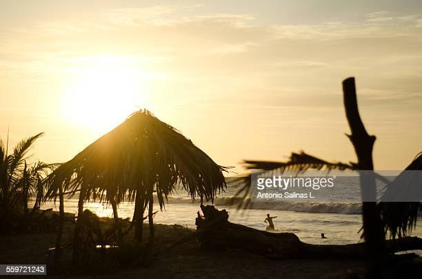 relaxing beach sunset in peru - mancora fotografías e imágenes de stock