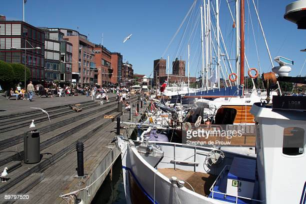 relaxing in aker brygge - stephan de prouw stock pictures, royalty-free photos & images