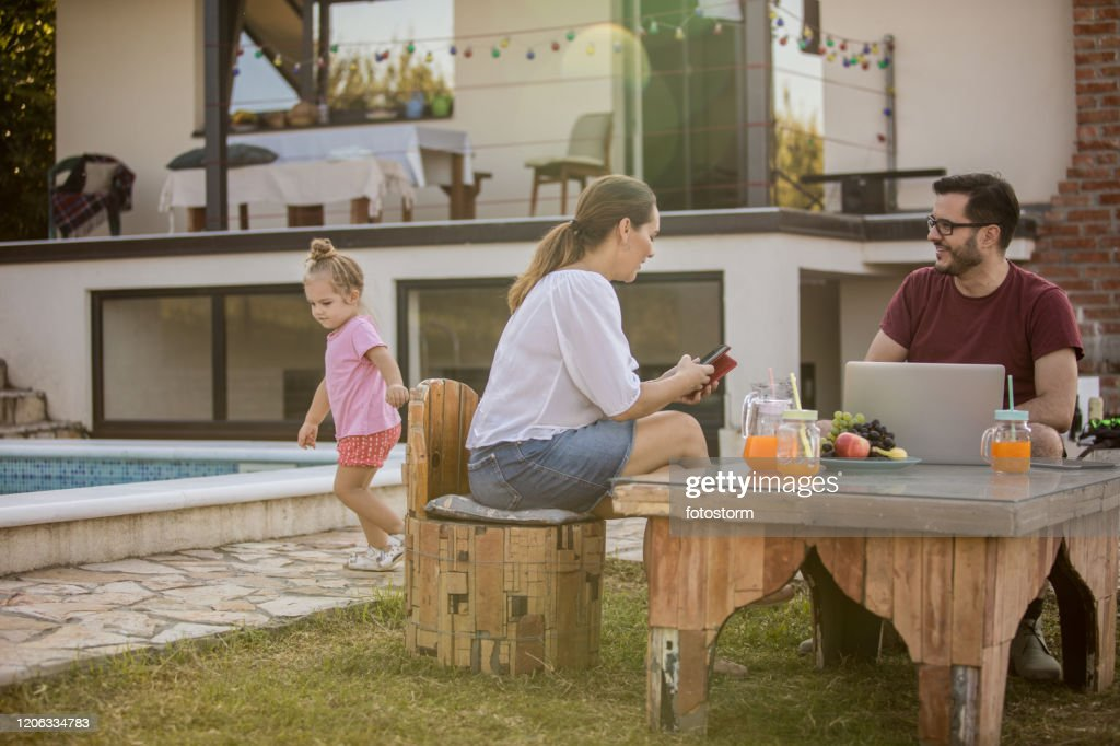 Relaxing time for everyone by the pool : Stock Photo