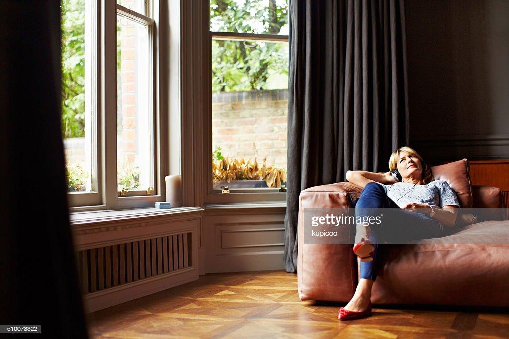 Relaxante para uma música suave : Foto de stock