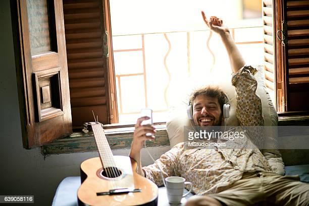 Entspannen Sie sich bei der Musik.