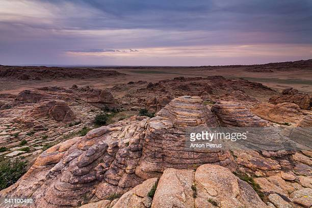 relict rock, mongolia, gobi - omnogov stock pictures, royalty-free photos & images