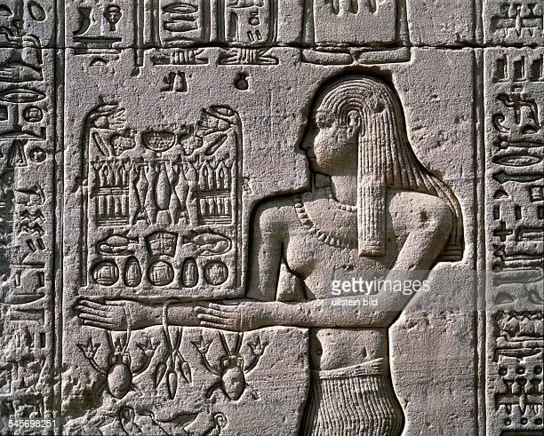 Relief am Tempel derGöttin Hathor in Dendera 1 JhnChr 1988