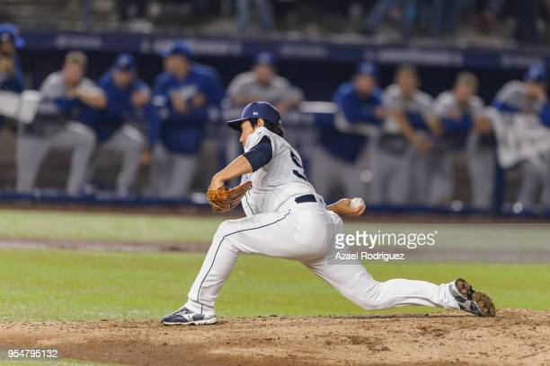 Relief pitcher Kazuhisa Makita of San Diego Padres pitches in the sixth inning during the MLB game against the Los Angeles Dodgers at Estadio de...