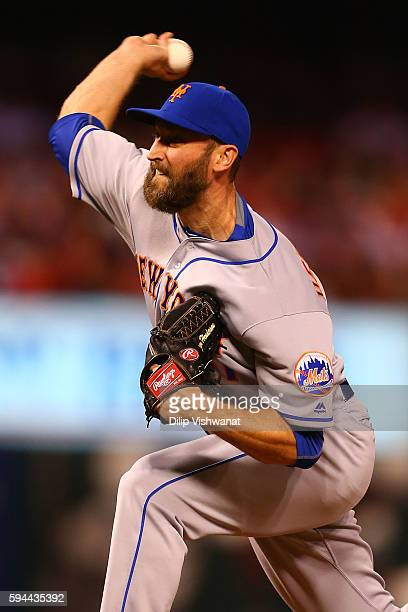 Reliever Addison Reed of the New York Mets pitches against the St Louis Cardinals in the eighth inning at Busch Stadium on August 24 2016 in St Louis...