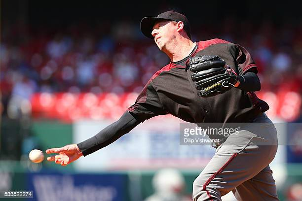 Reliever Brad Ziegler of the Arizona Diamondback pitches against the St Louis Cardinals in the ninth inning at Busch Stadium on May 22 2016 in St...