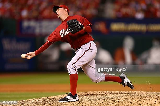 Reliever Brad Ziegler of the Arizona Diamondbacks pitches against the St Louis Cardinals in the ninth inning at Busch Stadium on May 27 2015 in St...