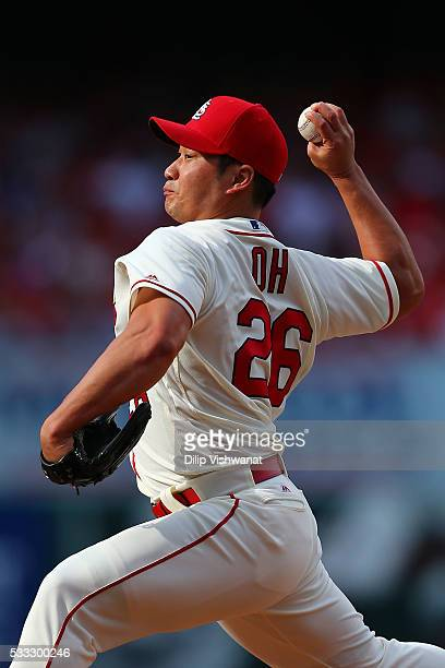 Reliever Seung Hwan Oh of the St Louis Cardinals pitches against the Arizona Diamondback in the eighth inning at Busch Stadium on May 21 2016 in St...