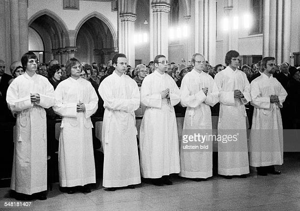 Religion, Christianity, consecration of fifteen diacons in 1974 in the Church of Our Lady Bottrop by auxiliary bishop Julius Angerhausen, D-Bottrop,...