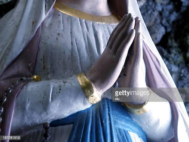 宗教、祈るマドンナ