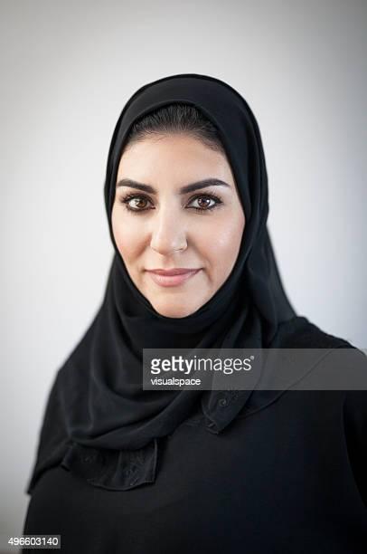 Religiöse arabische Frau mit leichten Vignetted Hintergrund