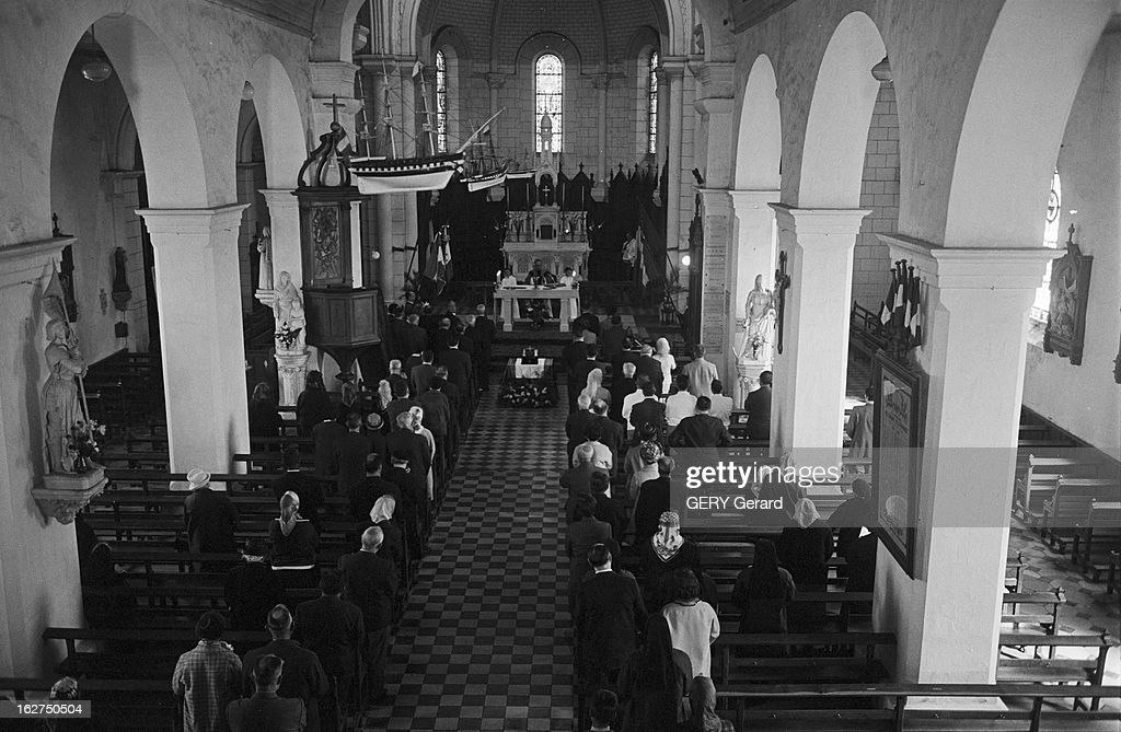 Religious Ceremony In Memory Of Marshal Petain In The Yeu Island : Nachrichtenfoto