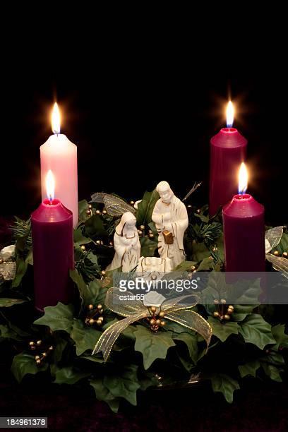 Religieux: Couronne de l'avent de Noël avec Crèche de Noël