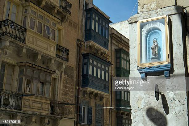 religious icon on street corner, valletta, malta - sean malyon stock pictures, royalty-free photos & images