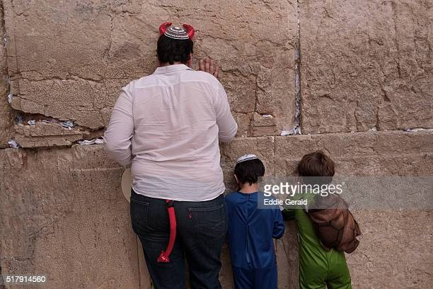a religious jew wearing costume praying during purim festival praying in the western wall in the old city east jerusalem israel - pourim photos et images de collection