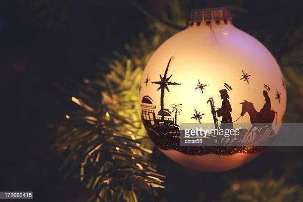 religious: nativity scene silhouette on christmas ornament - katholicisme stockfoto's en -beelden