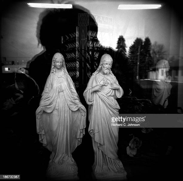 CONTENT] 2 religious statues of the Virgin Mary and Jesus