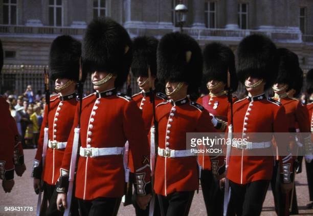 Relève de la garde devant Buckingham Palace à Londres RoyaumeUni