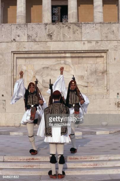 Relève de la garde du palais du Parlement grec à Athènes en 1998 Grèce