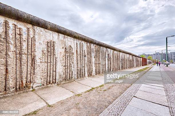 remaining parts of the berlin wall,berlin - berliner mauer stock-fotos und bilder