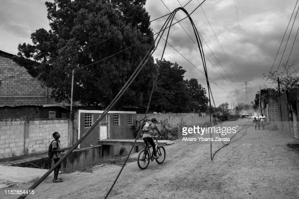 Remains of a power line after exploding due to an overload Venezuela is experiencing an unprecedented energy crisis A large part of the territory...