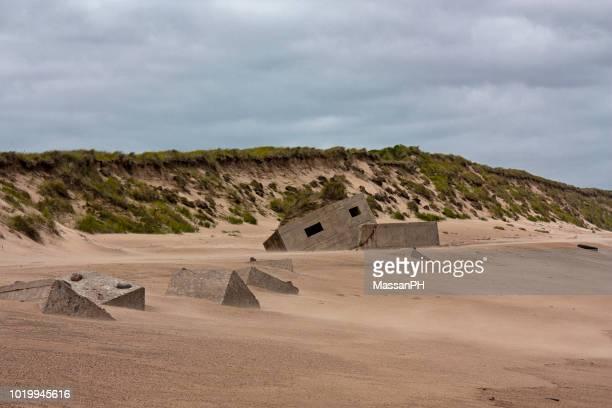 remains of concrete coastal defensive fortifications on the beach north of aberdeen - haute normandie stockfoto's en -beelden