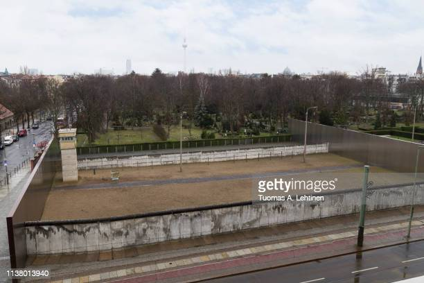 remains of the berlin wall and watchtower from above - bernauer strasse stock pictures, royalty-free photos & images
