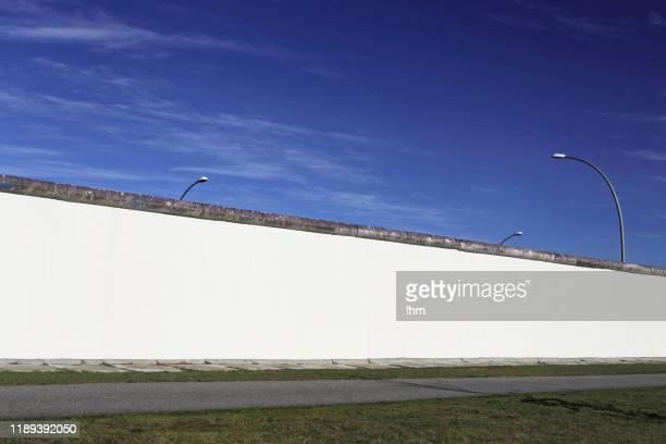 remains of the berlin wall - friedrichshain, former east-berlin - フリードリッヒハイン ストックフォトと画像