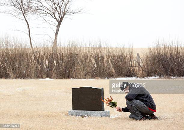 remembering a loved one - cemetery stock pictures, royalty-free photos & images