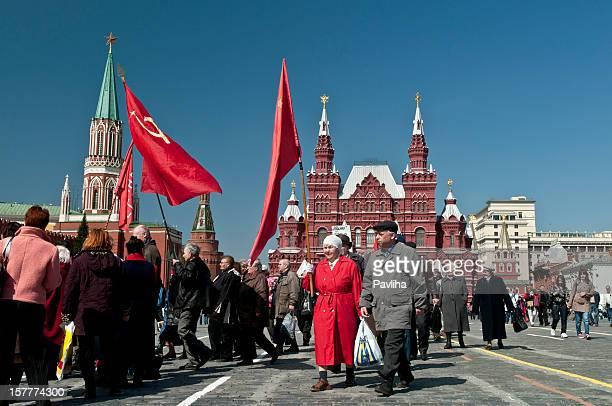 ricordando vecchie comunista volte mosca - bandiera comunista foto e immagini stock
