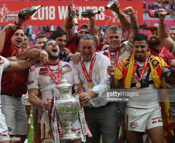 Remi Casty of Catalans Dragons and Head Coach Steve McNamara of Catalans Dragons and team mates celebrate with the Challenge Cup during the Ladbrokes...