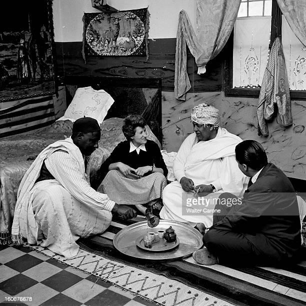 Remnants Of World War Ii In Tobruk Libye Suite à la seconde guerre mondiale reportage dans la ville de Tobrouk Femme de l'UNICEF discutant avec des...