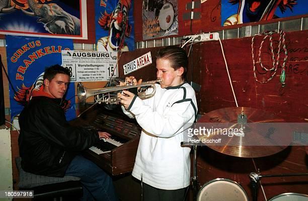 Remo Frankello Cousin Giuliano Frankello Homestory aus dem Zirkus Frankello Regensburg Winterquartier Instrumentenwagen Trompete spielen blasen...