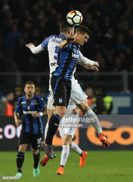 Remo Freuler of Atalanta BC competes for the ball with Roberto Gagliardini of FC Internazionale during the serie A match between Atalanta BC and FC...