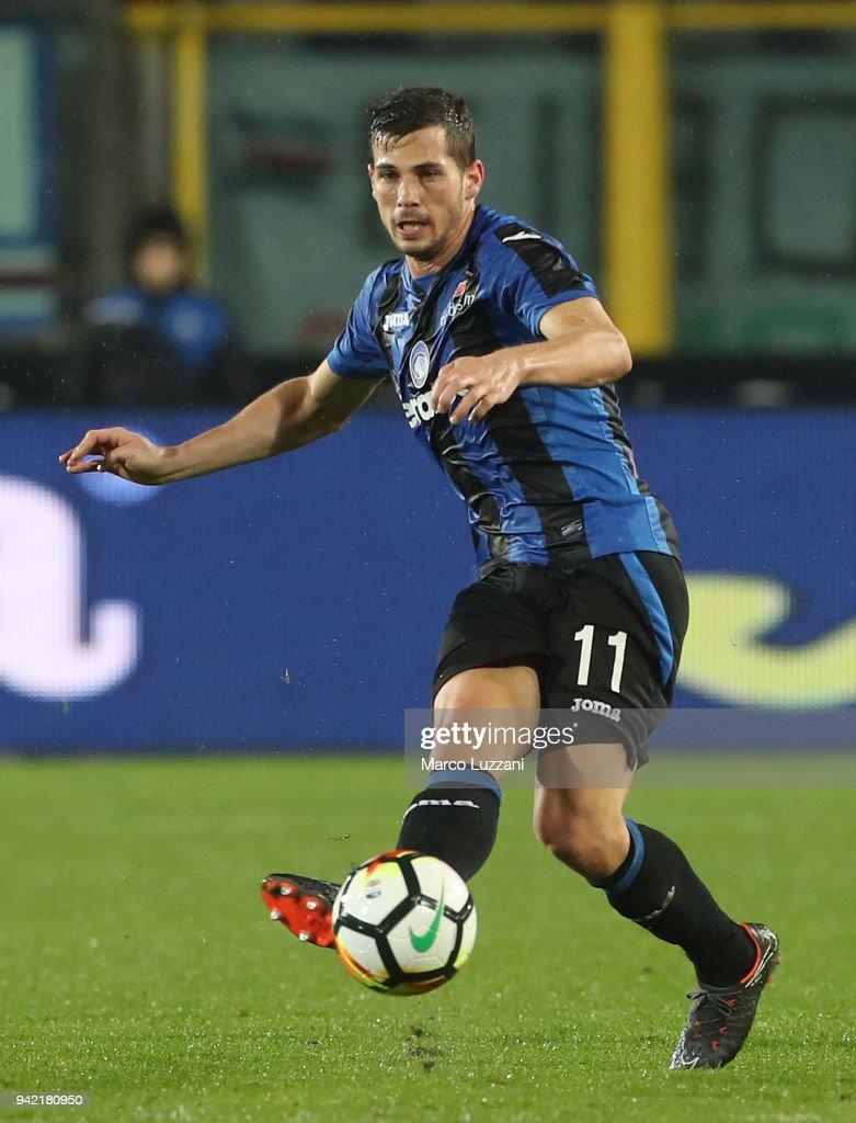 Remo Freuler of Atalanta BC in action during the serie A match between Atalanta BC and UC Sampdoria at Stadio Atleti Azzurri d'Italia on April 3, 2018 in Bergamo, Italy.