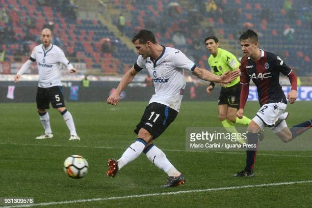 Remo Freuler of Atalanta BC in action during the serie A match between Bologna FC and Atalanta BC at Stadio Renato Dall'Ara on March 11 2018 in...