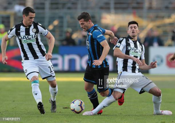 Remo Freuler of Atalanta BC is challenged by Ignacio Pussetto and Kevin Lasagna of Udinese Calcio during the Serie A match between Atalanta BC and...