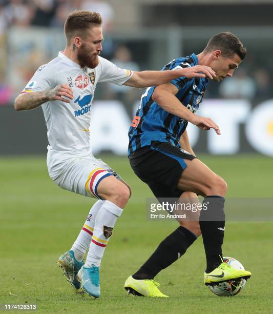 Remo Freuler of Atalanta BC is challenged by Zan Majer of US Lecce during the Serie A match between Atalanta BC and US Lecce at Gewiss Stadium on...
