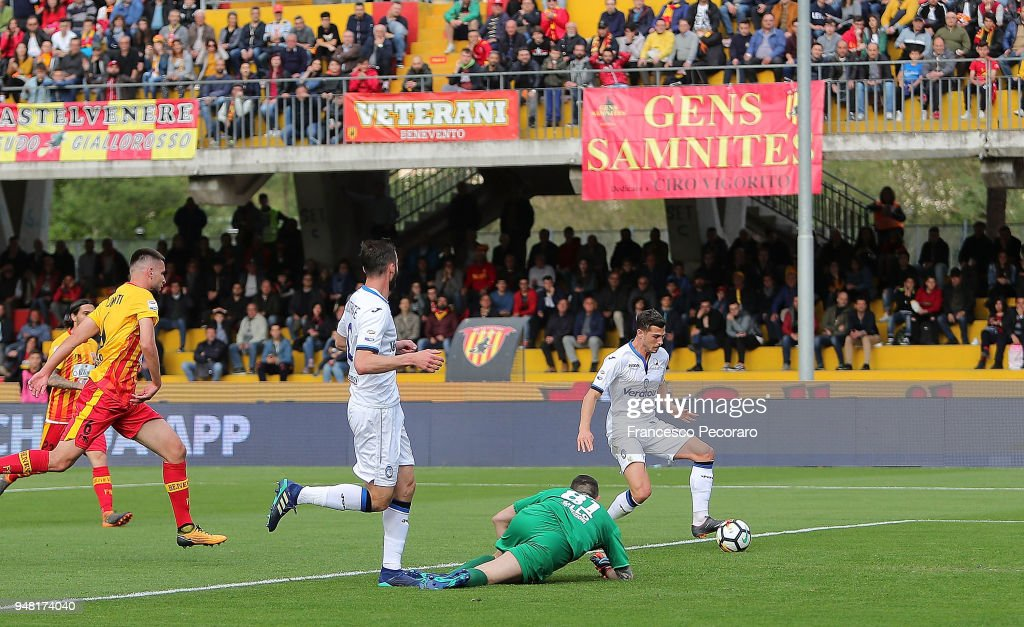 Remo Freuler of Atalanta BC scores the 0-1 goal during the ...