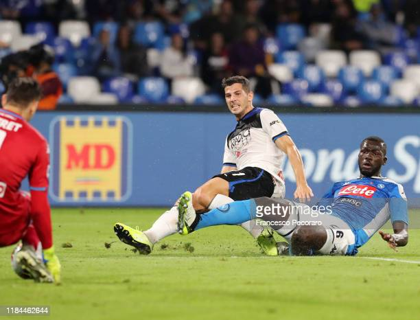Remo Freuler of Atalanta BC scores the 11 goal during the Serie A match between SSC Napoli and Atalanta BC at Stadio San Paolo on October 30 2019 in...