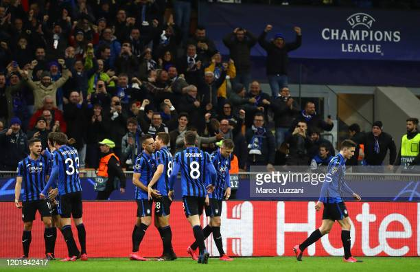 Remo Freuler of Atalanta celebrates his goal with his teammate during the UEFA Champions League round of 16 first leg match between Atalanta and...