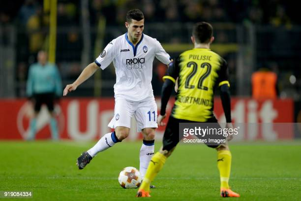 Remo Freuler of Atalanta Christian Pulisic of Borussia Dortmund during the UEFA Europa League match between Borussia Dortmund v Atalanta Bergamo at...
