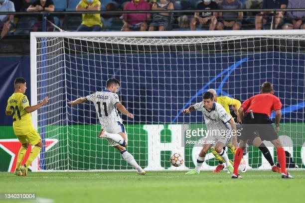 Remo Freuler of Atalanta scores their side's first goal during the UEFA Champions League group F match between Villarreal CF and Atalanta at Estadio...