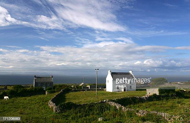 remote farmhouse aran islands southern ireland - galway stock pictures, royalty-free photos & images