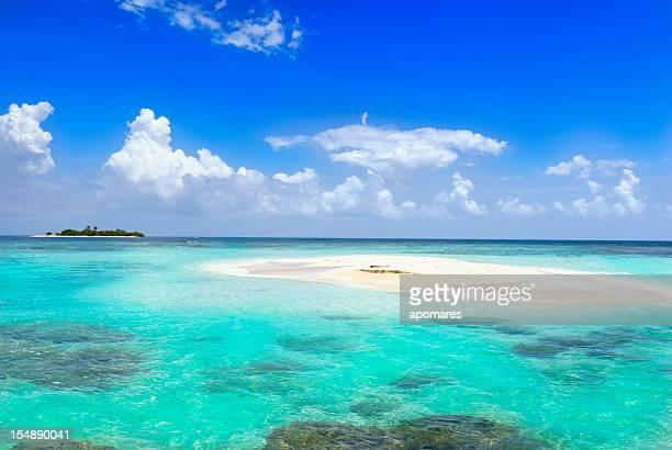 Îles éloignées dans l'océan
