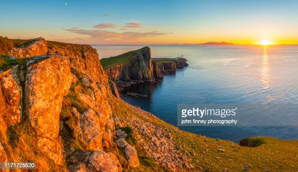 remote places with a neist point sunset on the isle of skye, scottish highlands, uk - ポートリー ストックフォトと画像
