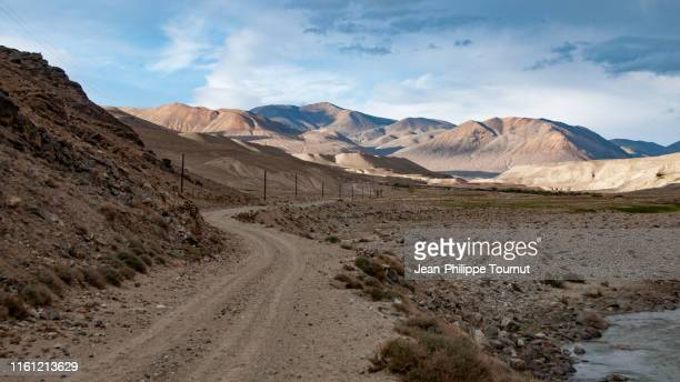 remote road between the wakhan corridor and the pamir plateau, badakhshan, tajikistan, central asia - afghanistan stock pictures, royalty-free photos & images